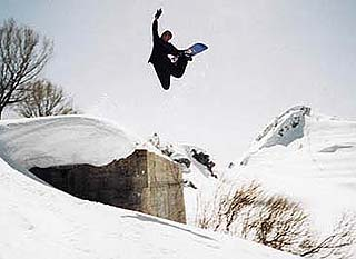 Freestyle snowboarding in Faraya